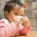 赤ちゃんの口の発達を促すコップ飲み